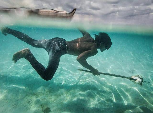 người Sea Gypsy chuyên sống du cư trên biển bằng nghề săn bắt cá