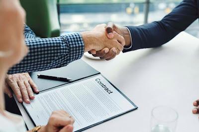 Dengan Membaca Kontrak Secara Cermat