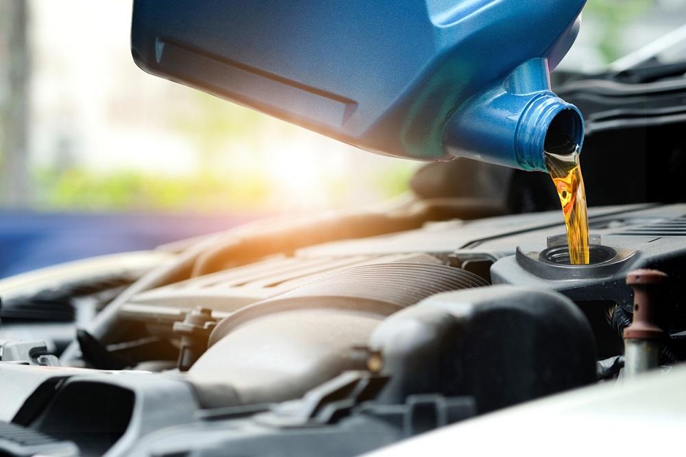 Thay dầu nhớt tại nhà giúp tiết kiệm chi phí bảo dưỡng xe ô tô