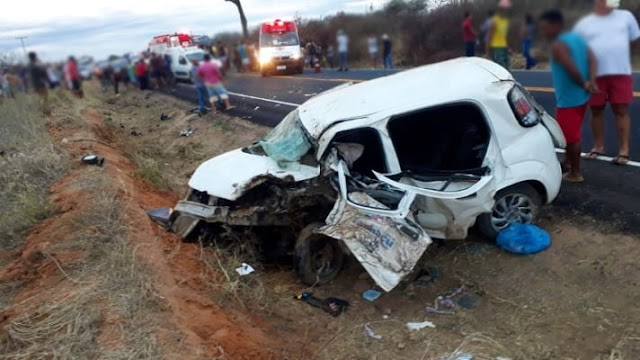 Motorista da Prefeitura de Tanhaçu morre em colisão entre dois carros na BA-142