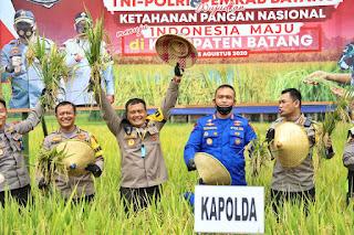 Kapolda Jateng bersama Komunitas Off Road Panen Raya dan Pembagian Sembako di Kabupaten Batang