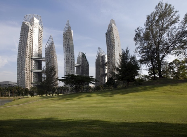 Reflections at Keppel Bay by Studio Daniel Libeskind from golf field