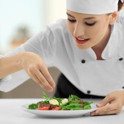 طرق بسيطة للتخلص من ملوحة الطعام