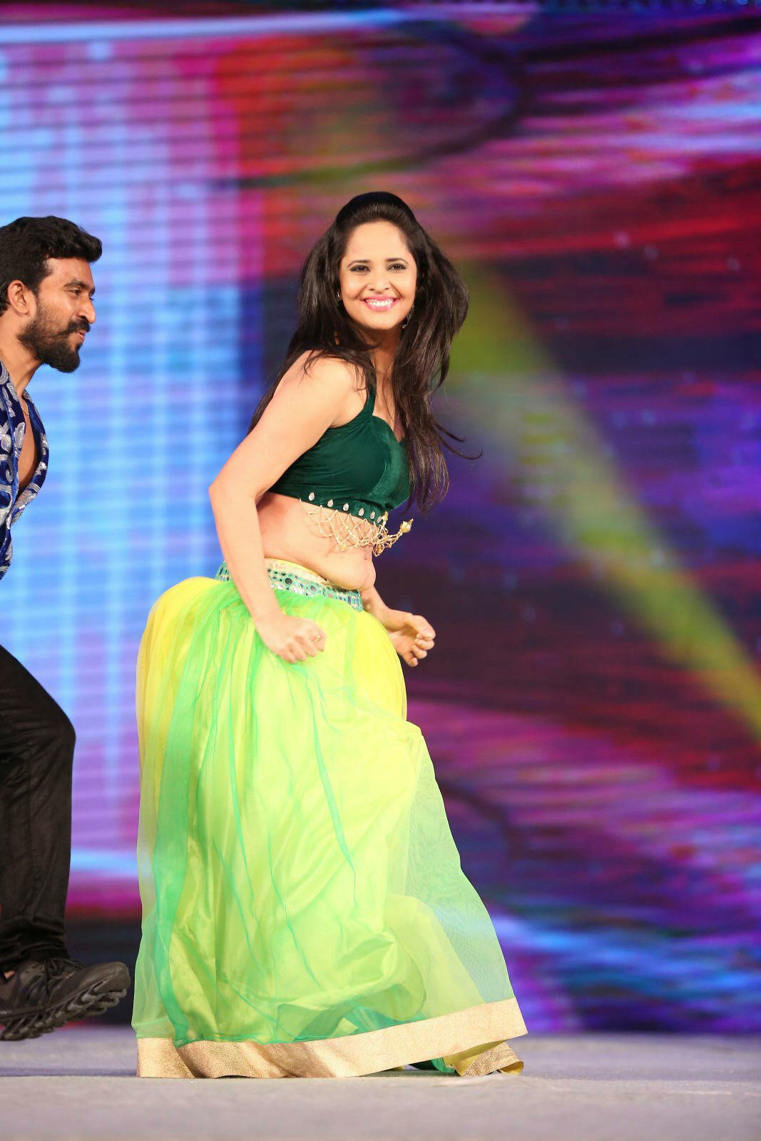 South Indian Hot Girl Anasuya Hip Navel Show Photos In Green Dress
