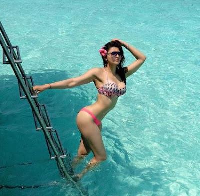 एक बार फिर शेयर की Urvashi Rautela ने अपनी खूबसूरत तस्वीरें | Bollywood Spy