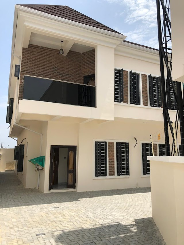 A Magnificent 4 Bedroom semi Detached Duplex in IKATE closed to Lekki Phase 1, Lagos