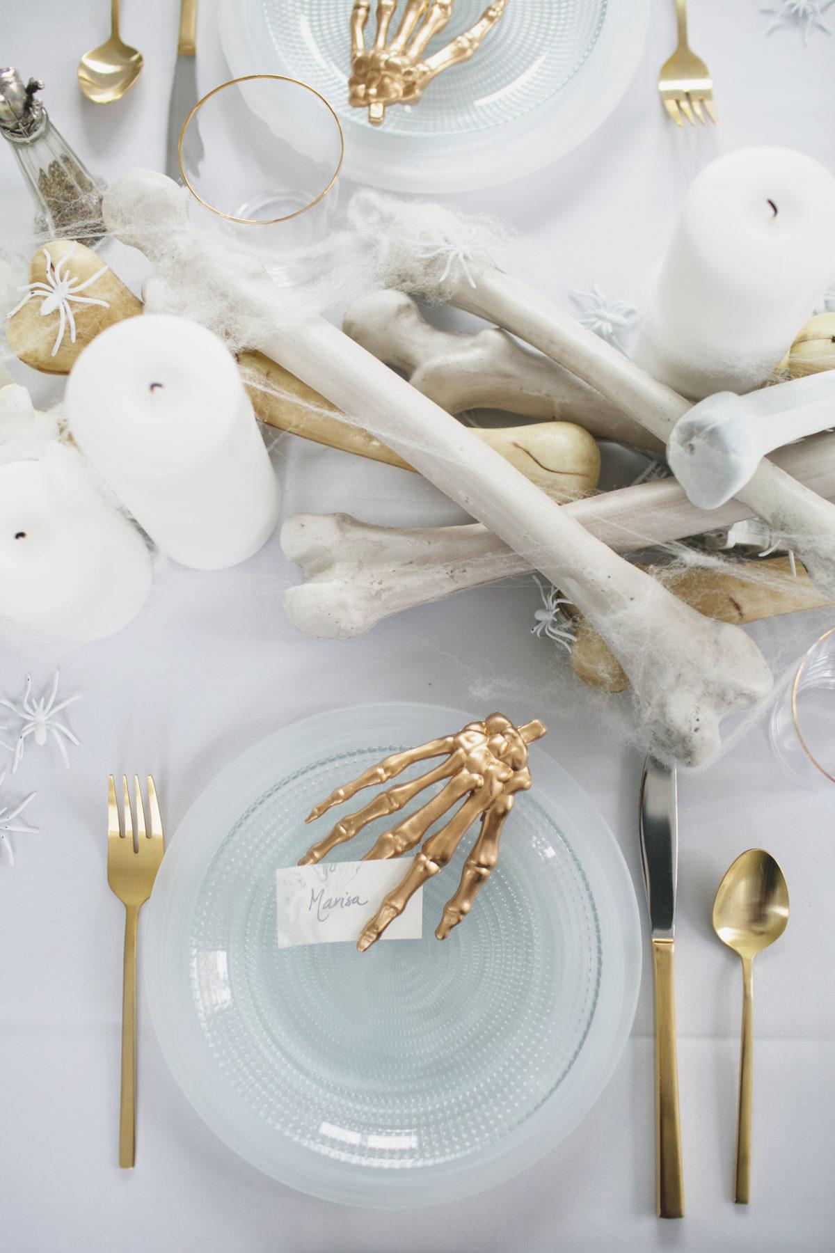 Cómo decorar una mesa de Halloween en blanco3