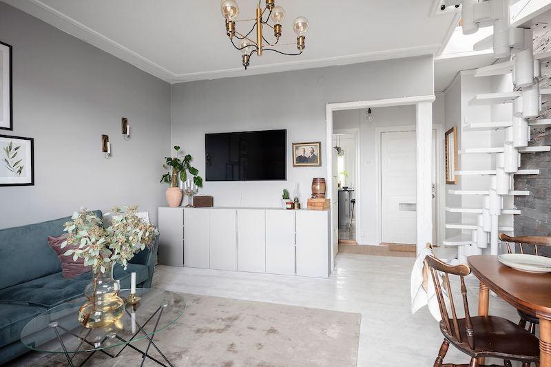 Salón decorado con estilo nórdico clásico