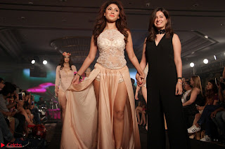 Manjari Phadnis Walks the Ramp At Designer Nidhi Munim Summer Collection Fashion Week (19).JPG