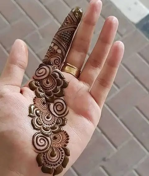 simple-arabic-front-hand-henna