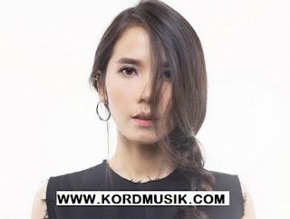 Kunci Gitar Nadya Fatira - Penyendiri