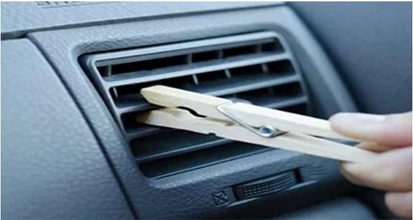 scapa de mirosul neplacut din masina cu un carlig