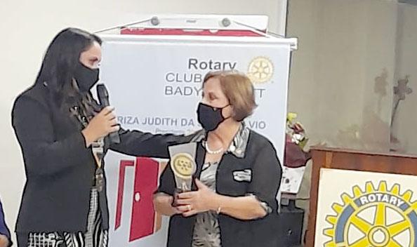 Creuza Menezes é surpreendida com homenagem no Rotary Clube de Bady Bassitt