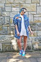 http://www.karyn.pl/2018/05/koronkowa-sukienka-i-niebieskie-adidasy.html
