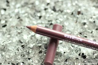 Review: 13 essence Update Produkte - Soft Contouring Lipliner - www.annitschkasblog.de