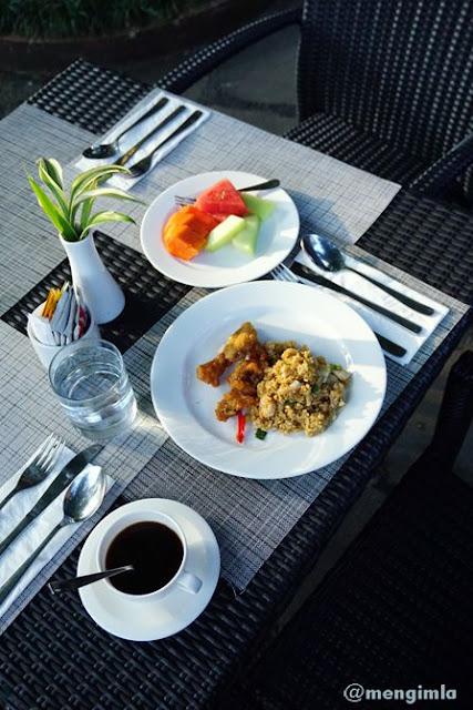 Sarapan di Restoran Pringgodani, Hotel Puri Asri Magelang