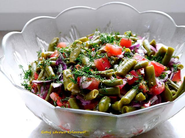 Sałatka z zielonej fasolki szparagowej z sosem musztardowym - Czytaj więcej »