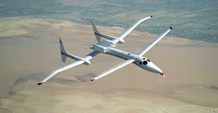 Scaled Composites Proteus görünüş olarak avcı uçaklarını andırıyordu ama esasında bir araştırma uçağıydı.