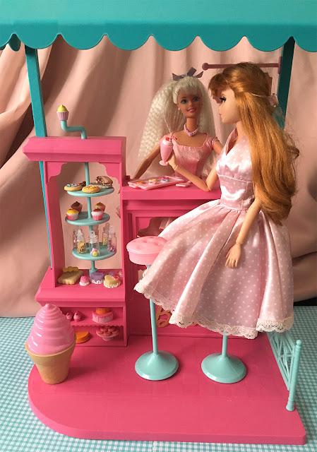 Barbies na Confeitaria da Barbie