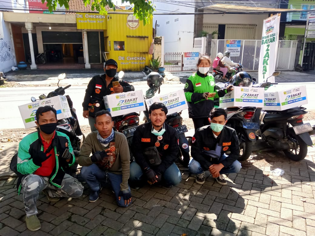 Tekab Malang Bersama ACT Bagikan Zakat ke Warga Kota