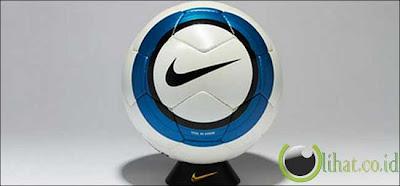 Nike Total 90 Aerow 04/05