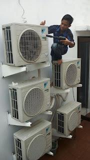 Cuci AC. Isi freon/tambah freon. Service AC bocor freon. Service AC netes Air. Perbaikan AC tidak dingin/ rusak/ mati total. Pasang AC / bongkar pasang AC. Penggantian komponen AC yang rusak. Jual beli AC baru dan bekas/ Second.