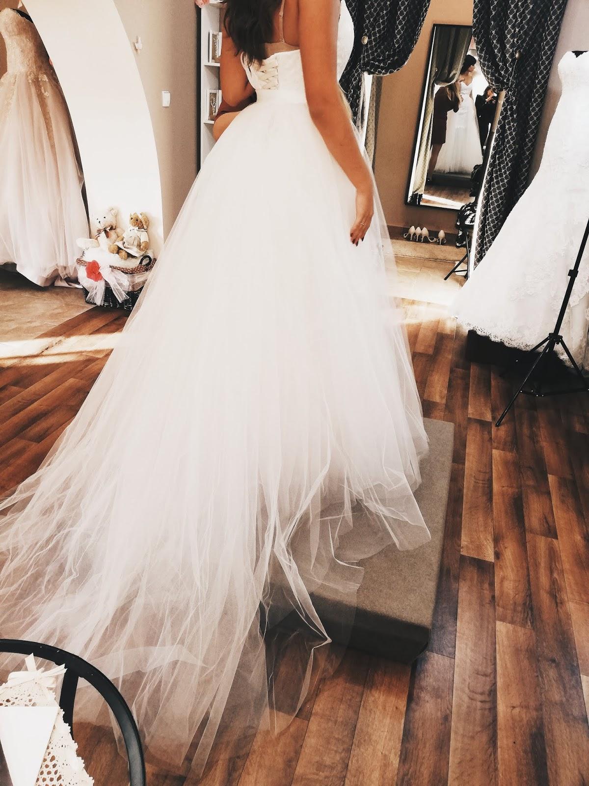 45de136636 Pierwszą wizytę w salonie sukien ślubnych mam już za sobą. Wcześniej nie  miałam okazji odwiedzić żadnego salonu