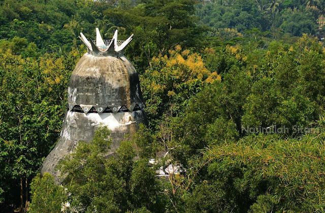Gereja Burung dari sudut lain di Punthuk Setumbu, Magelang
