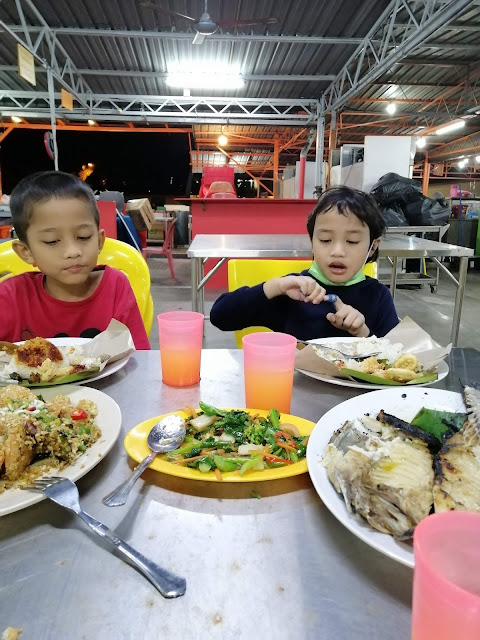 Separuh hari di Melaka
