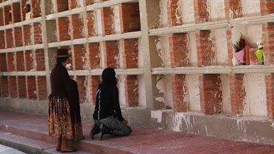 Coronavirus en Bolivia: cementerio recibe a familiares de víctimas de la pandemia