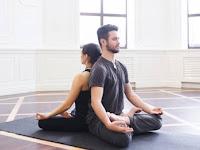 Banyak Manfaat Dari Melakukan Yoga Bersama Pasangan