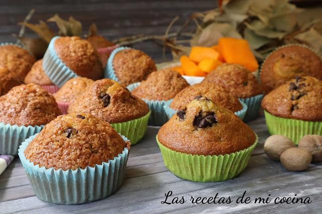 Magdalenas de calabaza y pepitas de chocolate, especiadas (VIDEORECETA)