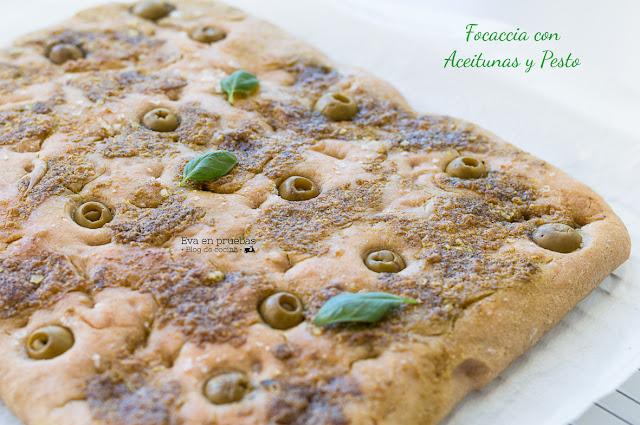 Focaccia de Pesto y aceitunas