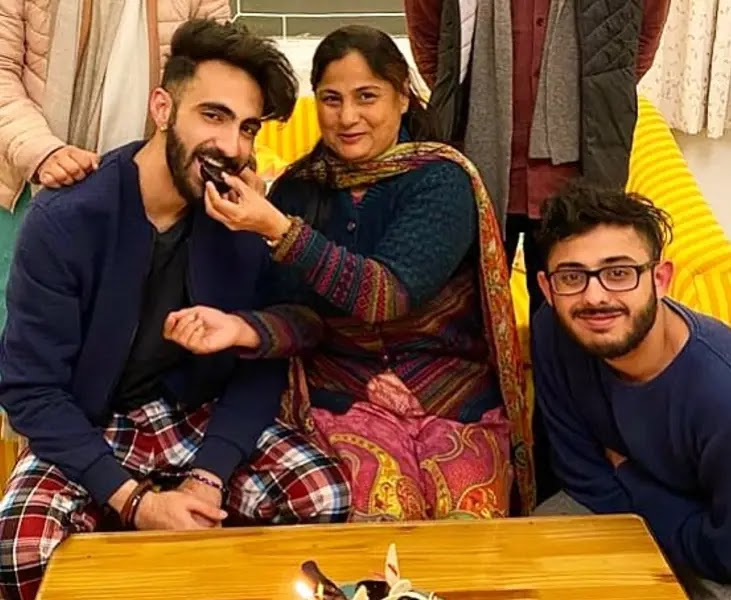 CarryMinati With His Mother and Brother