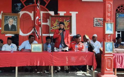 Berita Publik, Meu Agam, Ketua DPRK Aceh Utara Ikut Kibarkan Bendera Aceh Di Sp. Keuramat