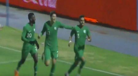 السعودية تتصدر مجموعتها بالفوز على أوزباكستان