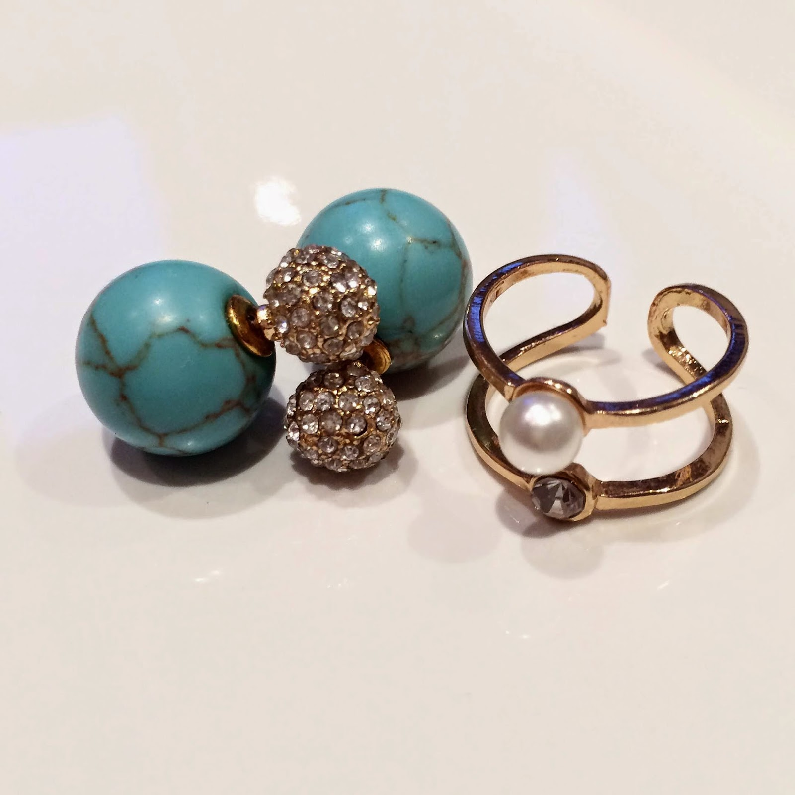 east-urban-double-pearl-earrings-gold-pearl-ring