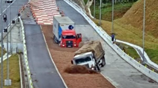 caminhoes sem freio caixa brita