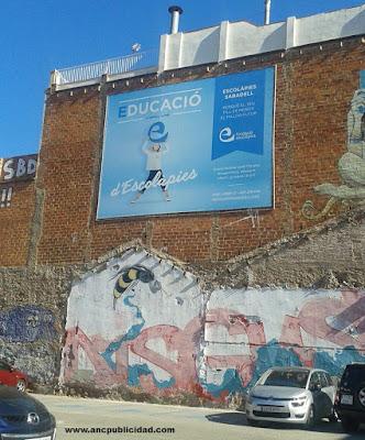 lona de publicidad en pared