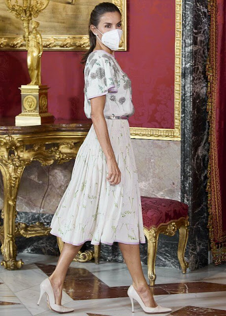 Queen Letizia wore a 40-year-old dress, blouse and skirt, belonging to her mother-in-law Queen Sofia