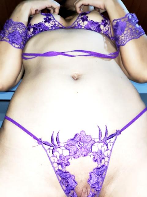 WWW.EROTICAXXX.RU - Сняли трусики и фотографируют девушек (18+ эротика)
