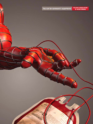 Spider man donando sangre