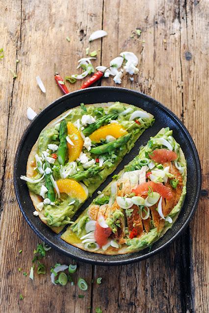 Guacamole aux petites choses sur son wrap... Végétarien ou pas? Les deux!