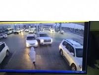 شاهد بالفيديو  رجل يقفز داخل سيارته أثناء محاولة سرقتها