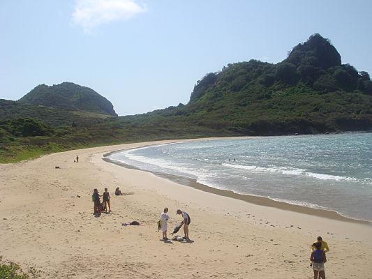 praia do sueste noronha