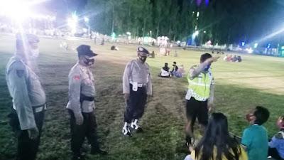 Tak Ada Kata Lelah Bagi Anggota Polres Situbondo Memberikan Imbauan Prokes Kepada Masyarakat
