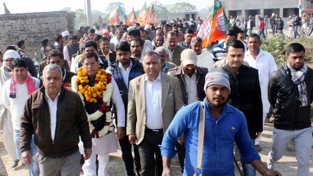BJP leader Rajesh Nagar arrived at Muzabad Manjwali under the village side