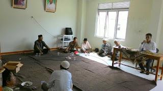 Edukasi kesehatan dari susu haji sehat kepada jamaah haji KBIH Asshidiqiyah,Cilamaya Kulon Karawang Jawa bara