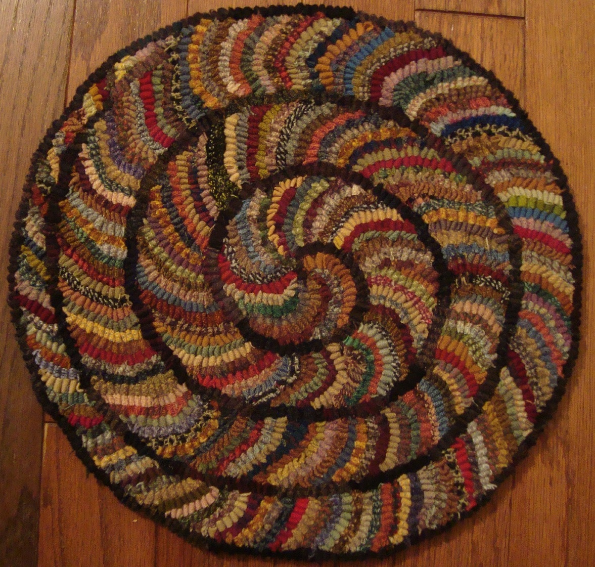 While Perusing Active Blogs Noticed Karen Kahle Providing A Tutorial On  Hooking A Spiral Chair Pad. Thought It A Way To Use Up Some Worms So Drew  One Up And ...