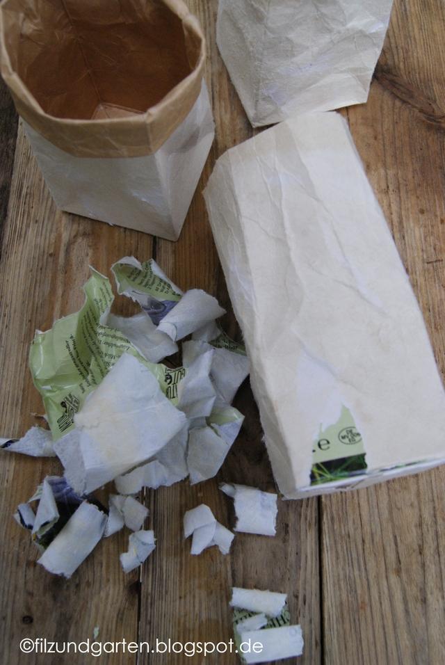 Äußere Papierschicht der Milchtüte abreißen